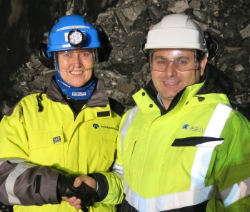 Tunnel breakthrough at Åsland. Deputy Project Director Anne Kathrine Kalager (Jernbaneverket) and Project Director Fernando Vara (AGJV)