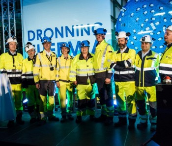 The Prime Minister, inister of Transport and Communication and managers from Jernbaneverket, Acciona and Ghella.