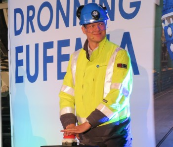 Minister of Transport and Communication Ketil Solvik-Olsen started the first of the four giant machines